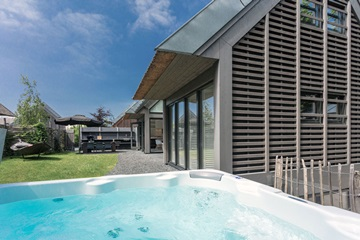 Holiday homes with jacuzzi