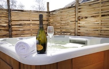 Type: 8-person villa jacuzzi
